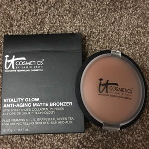 It cosmetic vitality glow anti-aging matte bronzer